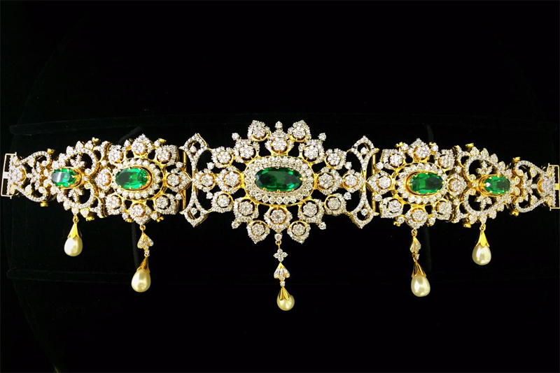 The good collections of Chettinadu Jewellery is available in Karaikudi Diamond Jewellery in Chennai.